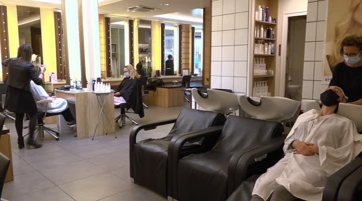 Thumbnail Déconfinement : le rush vers les coiffeurs