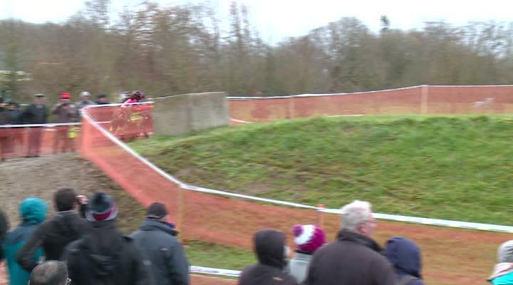Thumbnail Bretagne de cyclo-cross : Anaïs Grimault devant, Maïna Galand pas loin