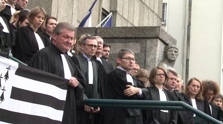 Thumbnail Manifestation de magistrats et d'avocats en réaction du projet de réforme de la carte judiciaire