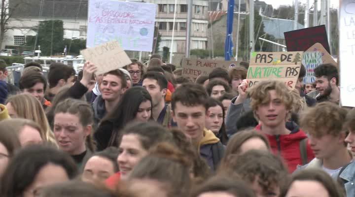 Thumbnail Grève du climat : les jeunes vannetais mobilisés