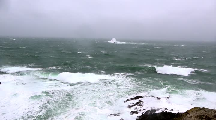 Thumbnail La tempête aborde les côtes du Finistère nord