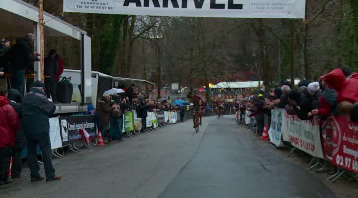 Thumbnail Bretagne de cyclo-cross : Boulo battu, première pour Périou chez les seniors.