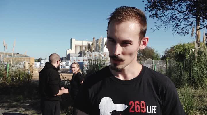 Thumbnail Vegan : manifestation devant l'abattoir de la Cooperl