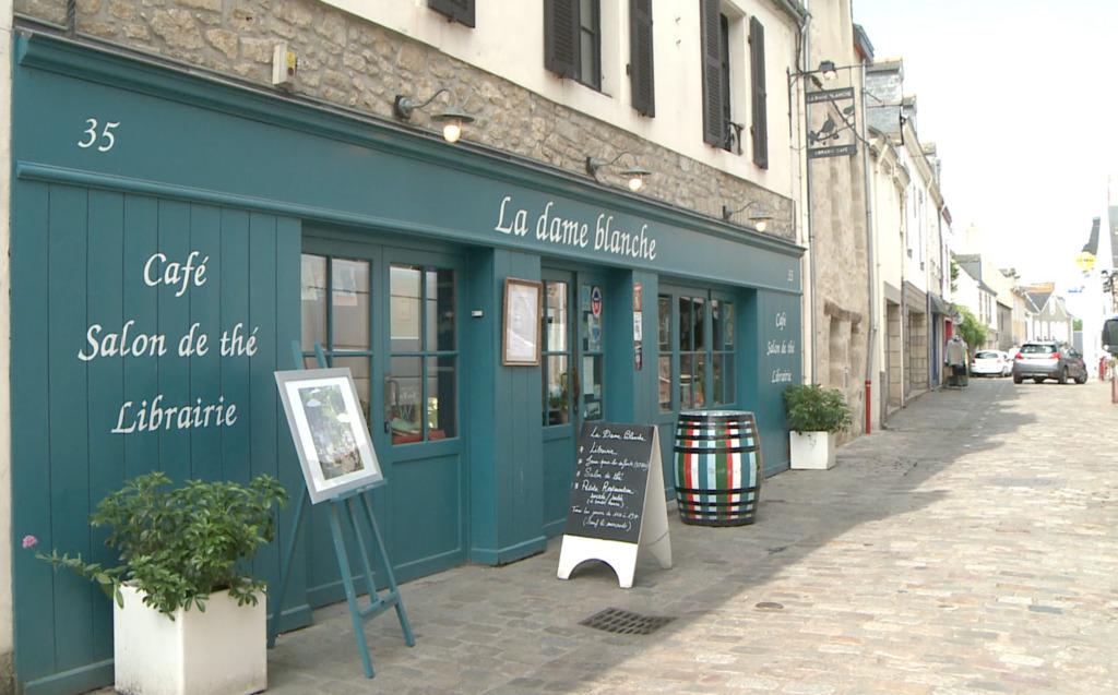 Thumbnail La Bretagne, en tête des cafés-librairies
