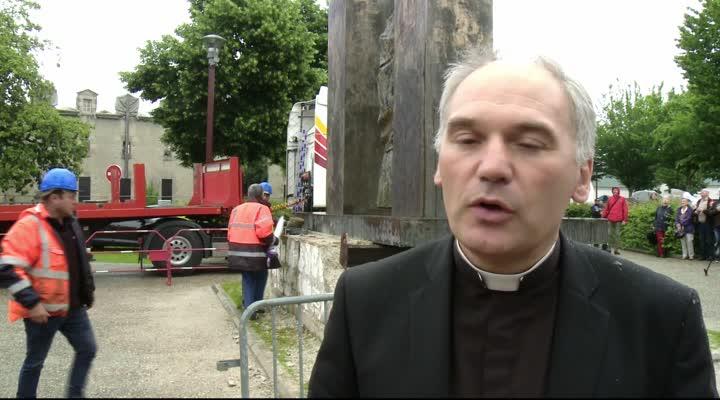 Thumbnail Ploërmel : la statue du Pape a quitté l'espace public