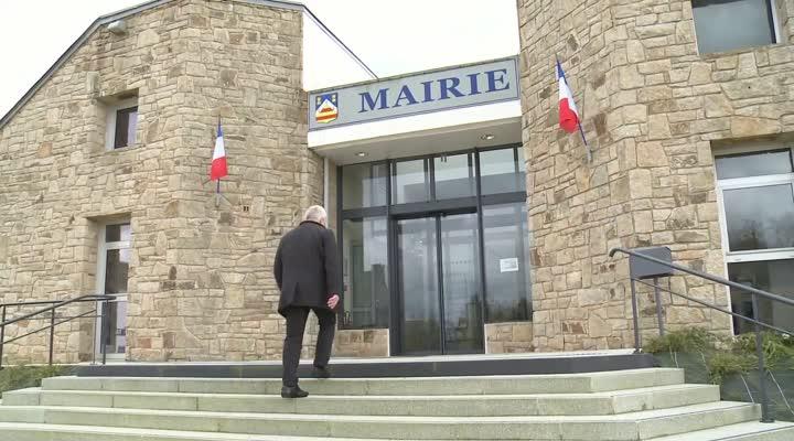 Thumbnail Michel Guernevé, rencontre avec le maire de Locqueltas