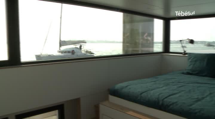 Thumbnail Insolite : dormir sur une maison flottante