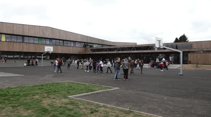 Thumbnail Inauguration du collège de Plounéour Ménez