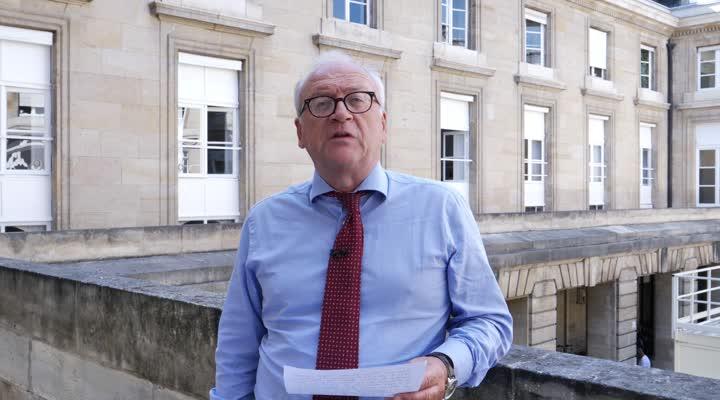 Thumbnail 50 ans après de Gaulle, le Président Macron s'adresse aux élus bretons