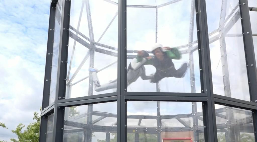Thumbnail Instant été : On a testé la chute libre indoor !