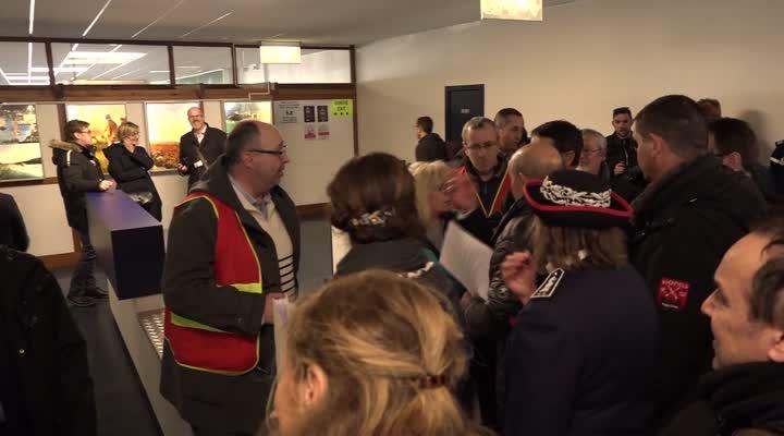 Thumbnail Brexit : Jean-Yves Le Drian en visite au port de Roscoff