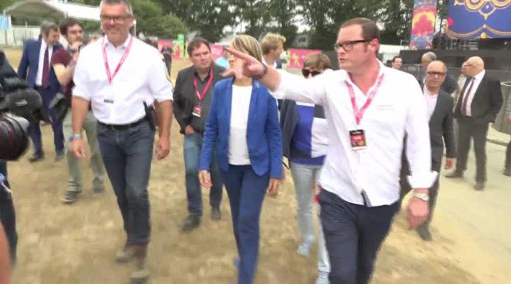 Thumbnail Pass Culture : Françoise Nyssen, en visite aux Vieilles Charrues