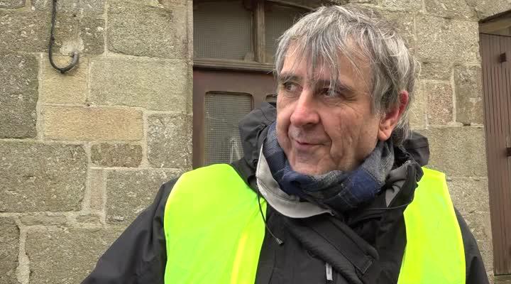 Thumbnail Chaîne humaine : 150 gilets jaunes à Rostrenen (22)