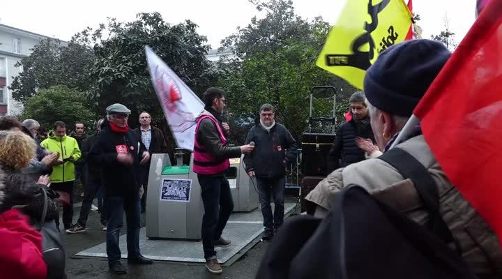 Thumbnail Un comité d'accueil antifasciste attend l'arrivée de Marine le Pen à Brest