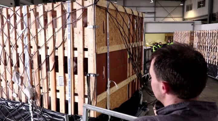 Thumbnail 2.000 cochons prennent l'aéroport à Brest direction la Chine