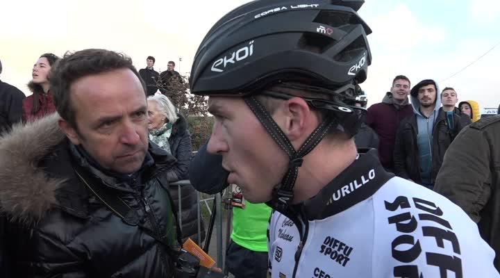 Thumbnail Cyclo-cross de Lanarvily : la joie du vainqueur Arnold Jeannesson