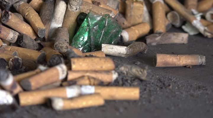 Thumbnail La cigarette tue ... les mégôts polluent !