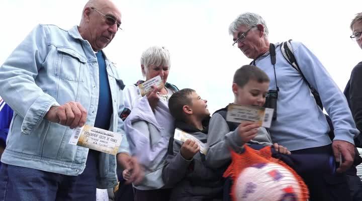 Thumbnail La foule pour les Bleus à Guingamp