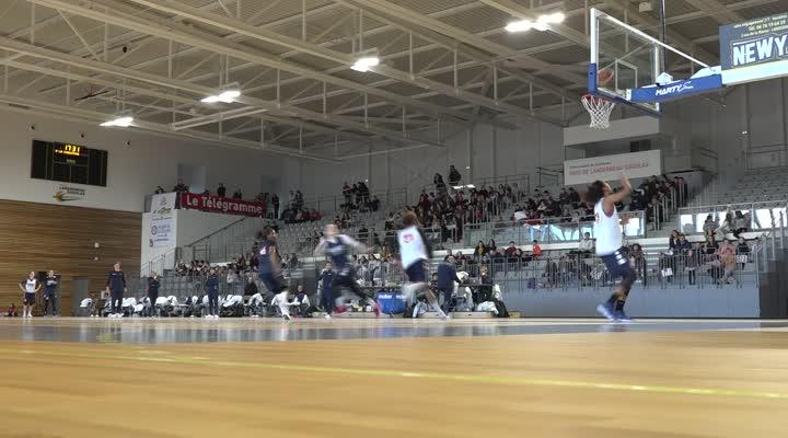 Thumbnail L'équipe de France féminine de basket en entraînement à Landerneau